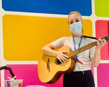Music therapist brings chords to the wards