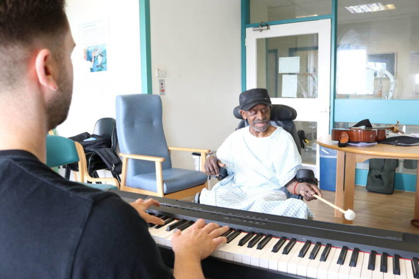 Patients move to the beat with music therapy project